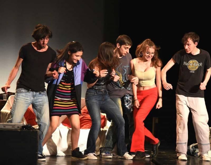 Artis teatro-imtermedio-800x627 Recita ONLINE